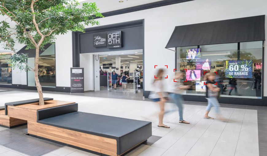 Inside a mall, three people are walking by and illustrated squares around their head show that their movement is being tracked - Absolunet eCommerce Trends